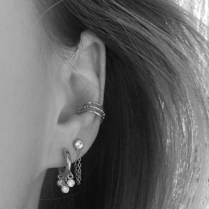 Zilveren dotted ear cuff